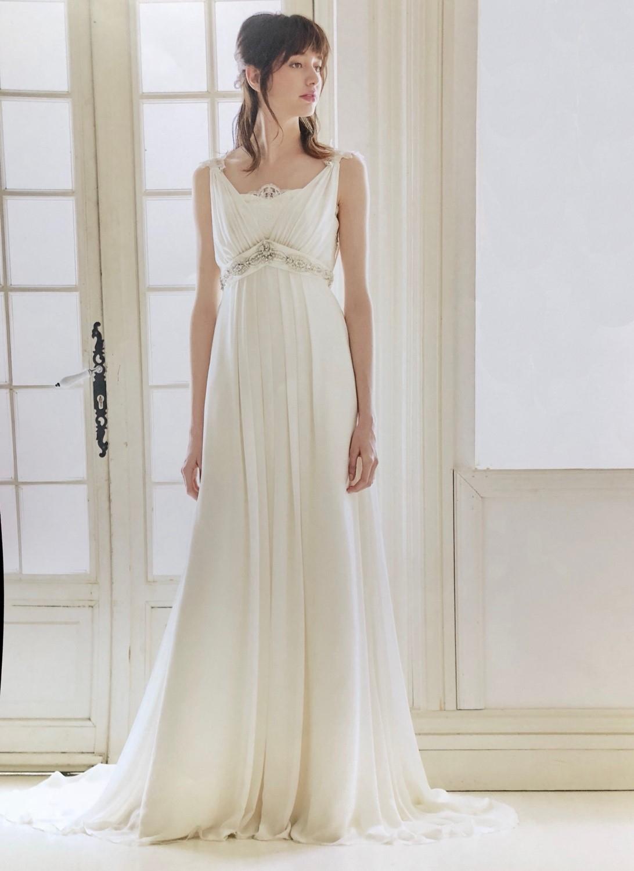 エンパイアラインのウエディングドレス