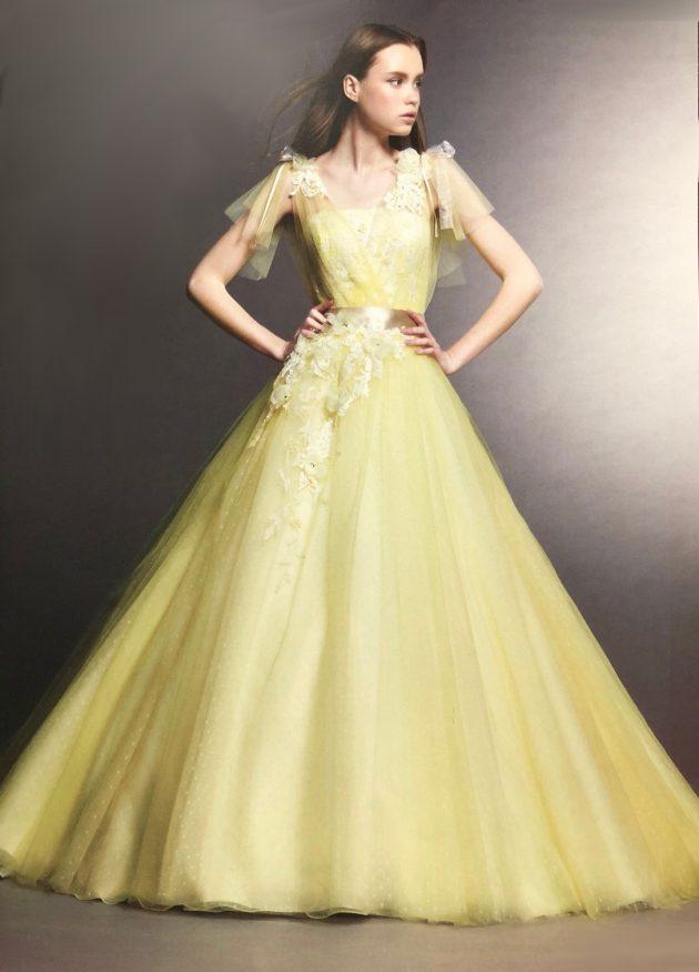 イエローのカラードレス