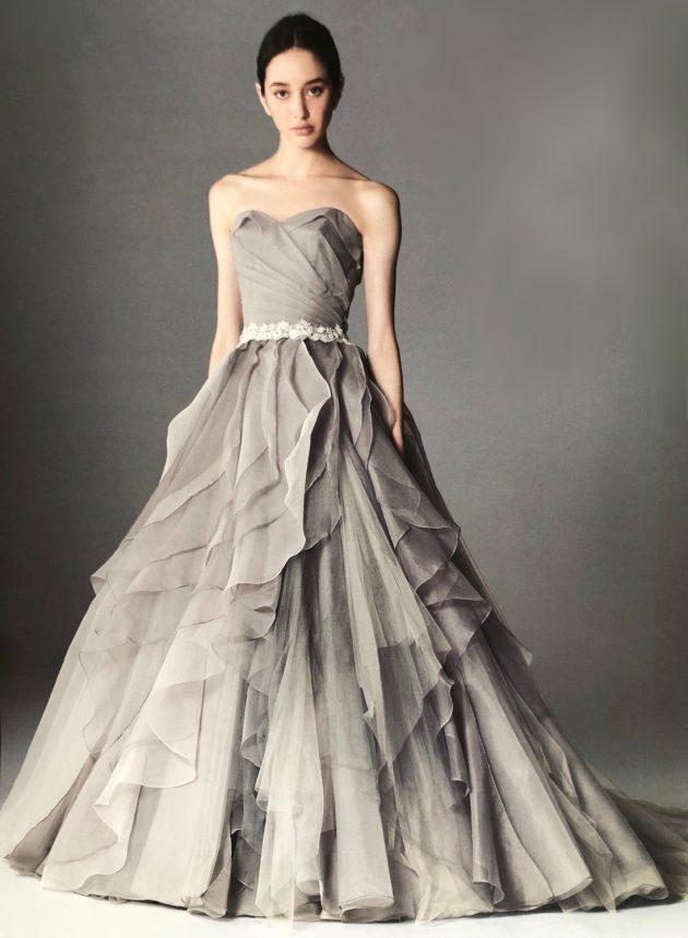 グレーのカラードレス