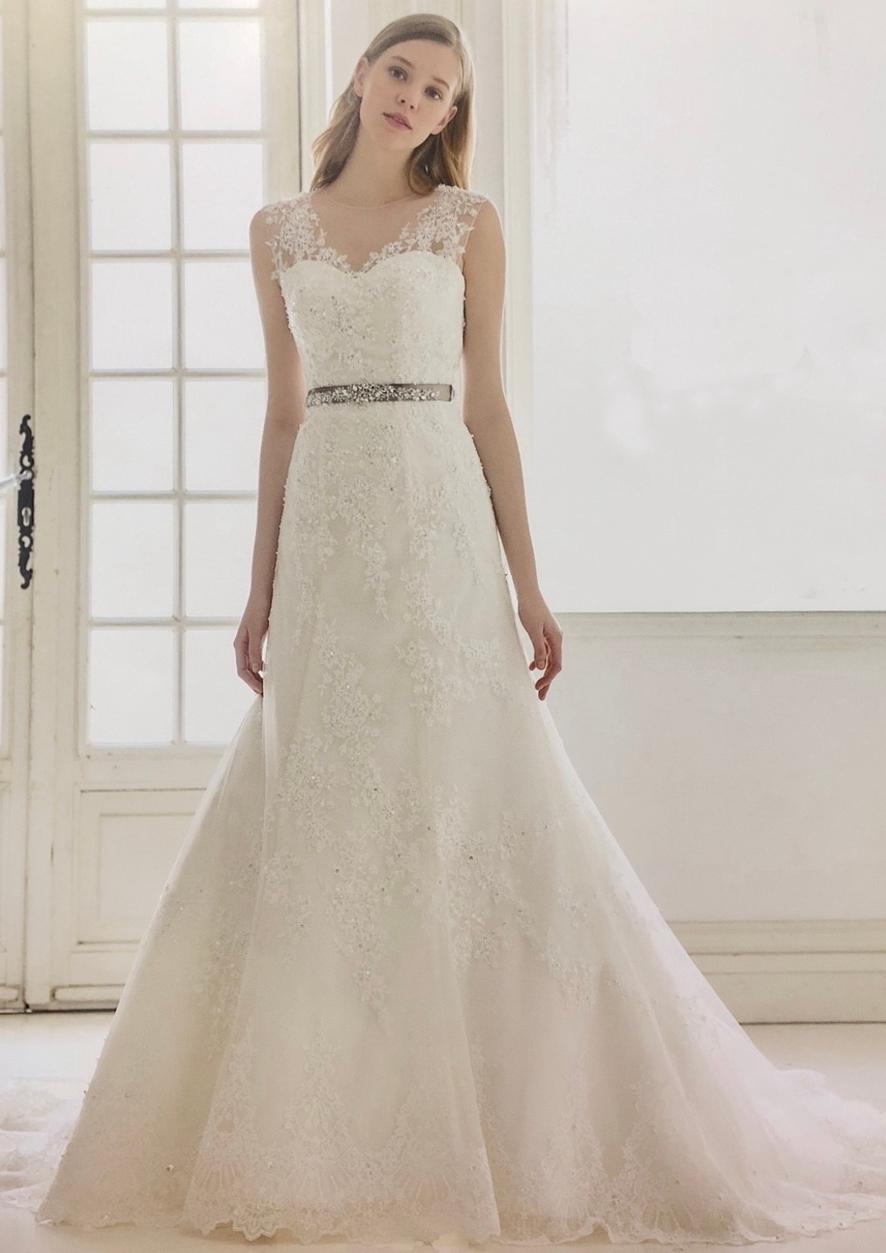 スレンダーラインのウエディングドレス
