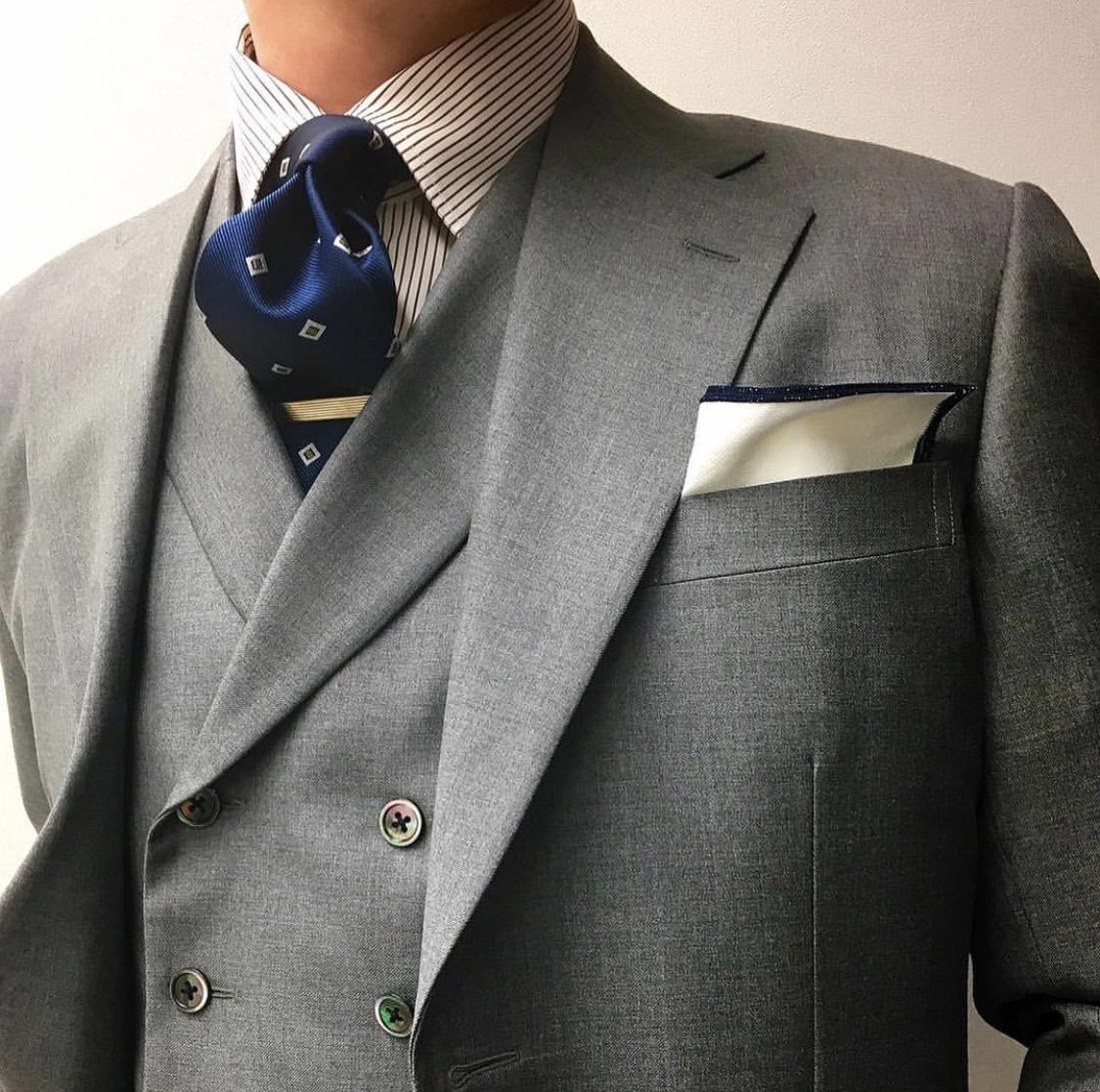 グレーのオーダースーツ